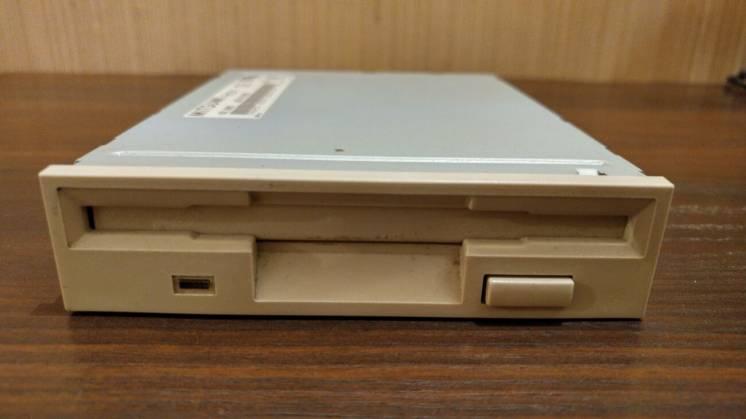 Архив Флоппи-дисковод для 3.5'' дискет Mitsumi: 35 грн. - Другие  комплектующие для ПК Киев на BESPLATKA.ua 92090722