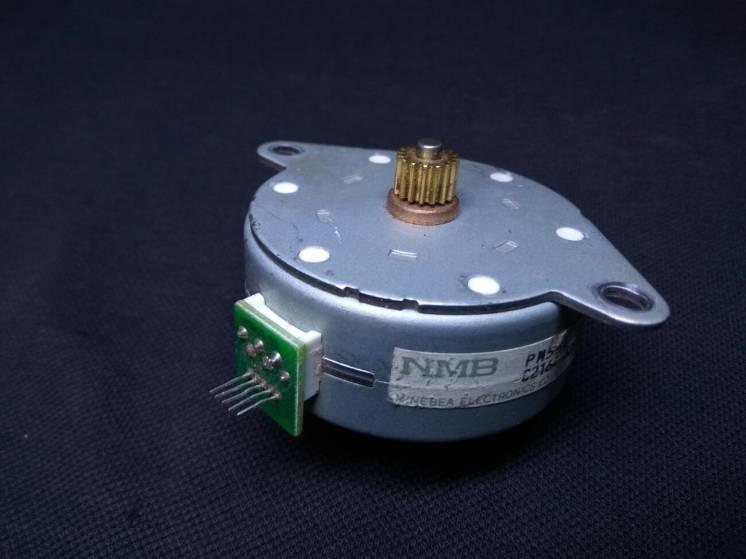 Шаговый двигатель NMB pm55l-048-HP69