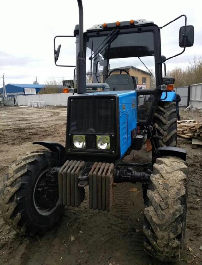 Экспортный б/у трактор 2007 года выпуска Беларус Мтз 892 89 л/с + плуг