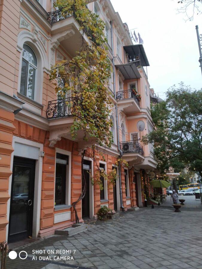 Продам 3 - х ком. квартиру в самом центре города