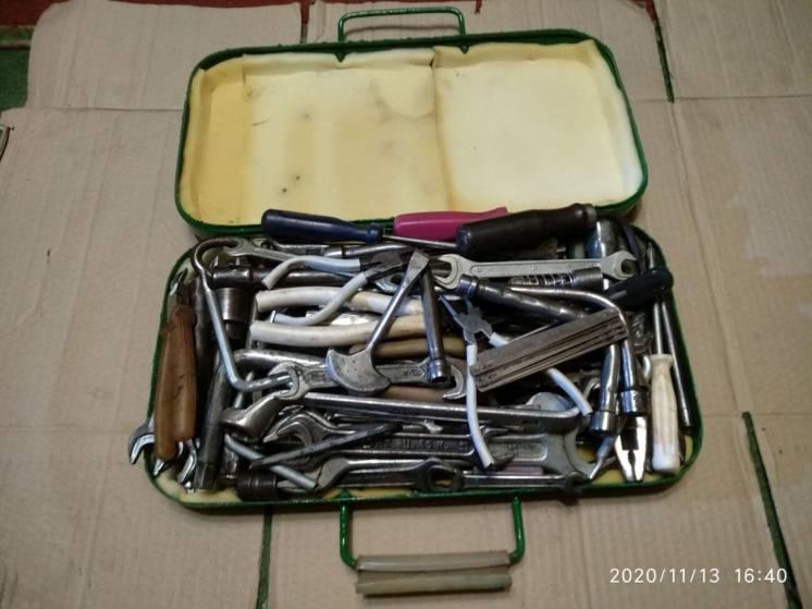 Набор инструмента в металлическом кейсе СССР