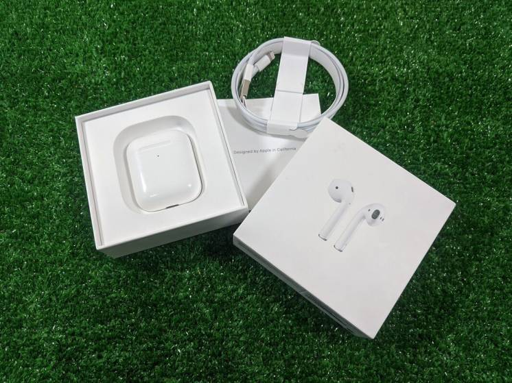 Apple AirPods 2 with Charging