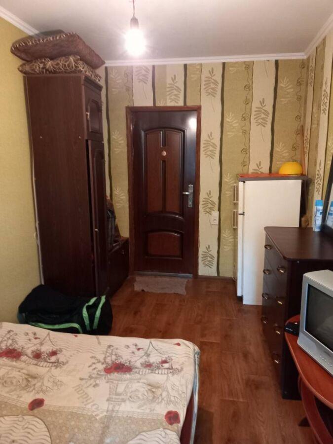 Продается комната в коммунальной квартире 12м. 2 этаж. Квартира чистая