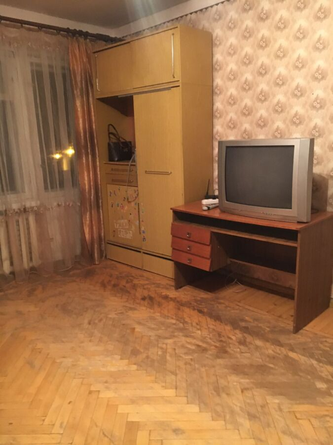Сдаю 1 ком квартиру 12-й квартал Гладкова