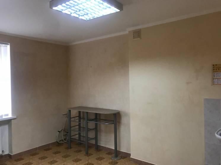 Пів поверху в готелі Колос, напроти Міської Ради, пр-т Шевченка, 64