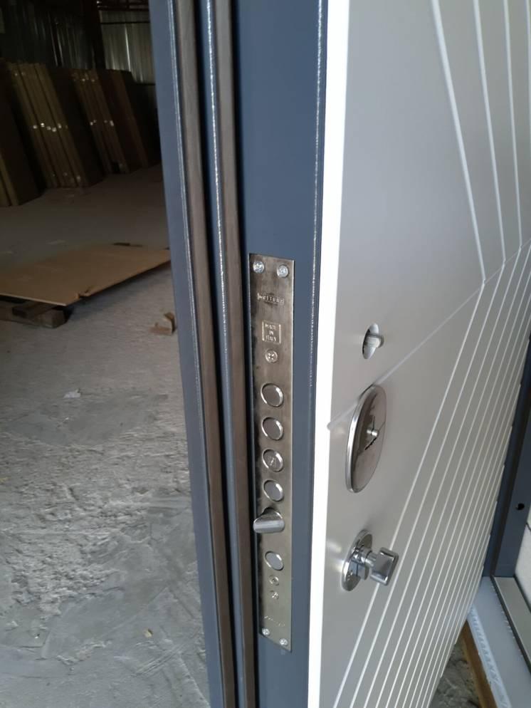 Двери входные бронированные, бронедвери