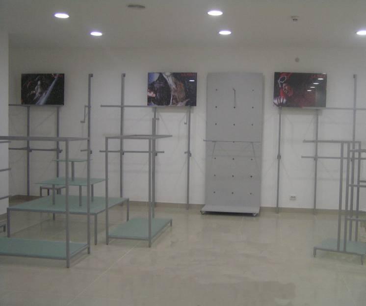 Торговое оборудование, торговая мебель для магазина одежды на заказ