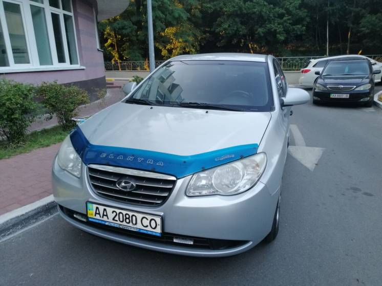 Хозяйский Hyundai Elantra в хорошем состоянии