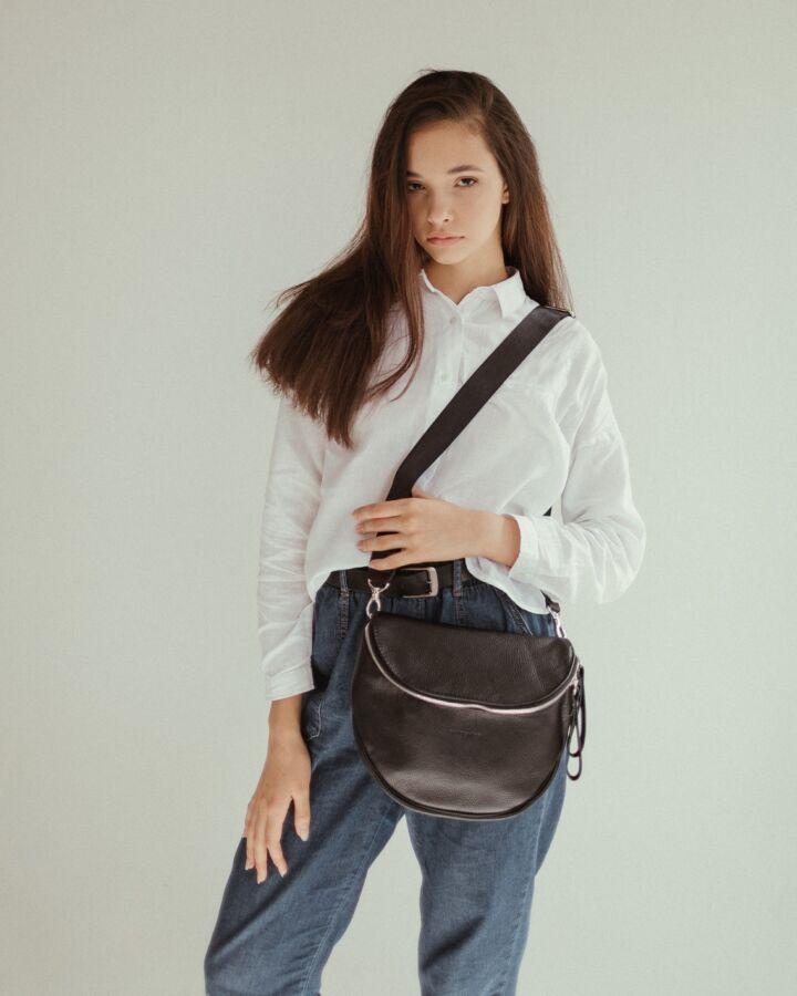 Стильная черная кожаная сумка. Сумка-кроссбоди из натуральной кожи