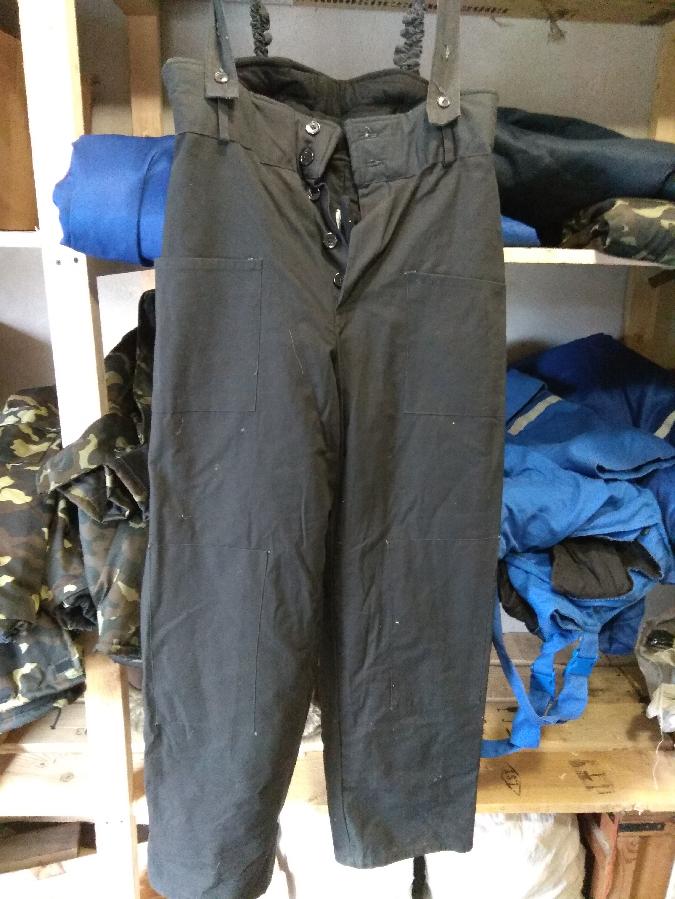 штаны ватные, фуфайки, рабочие куртки, комбинезоны.