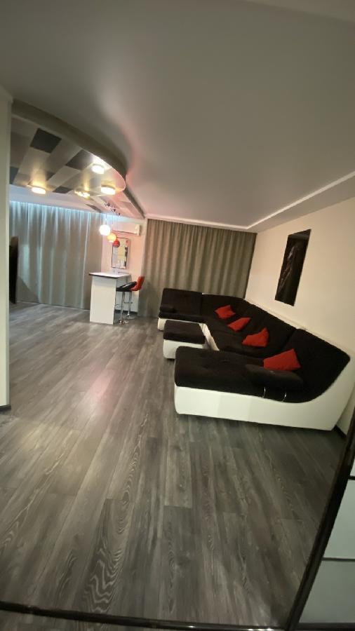 Продам  свою большую 1 к.квартиру с дизайнерским ремонтом в ЖК ОСТРОВА