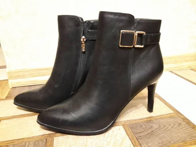 Ботинки Ferlenz 39 размер на каблуке кожаные