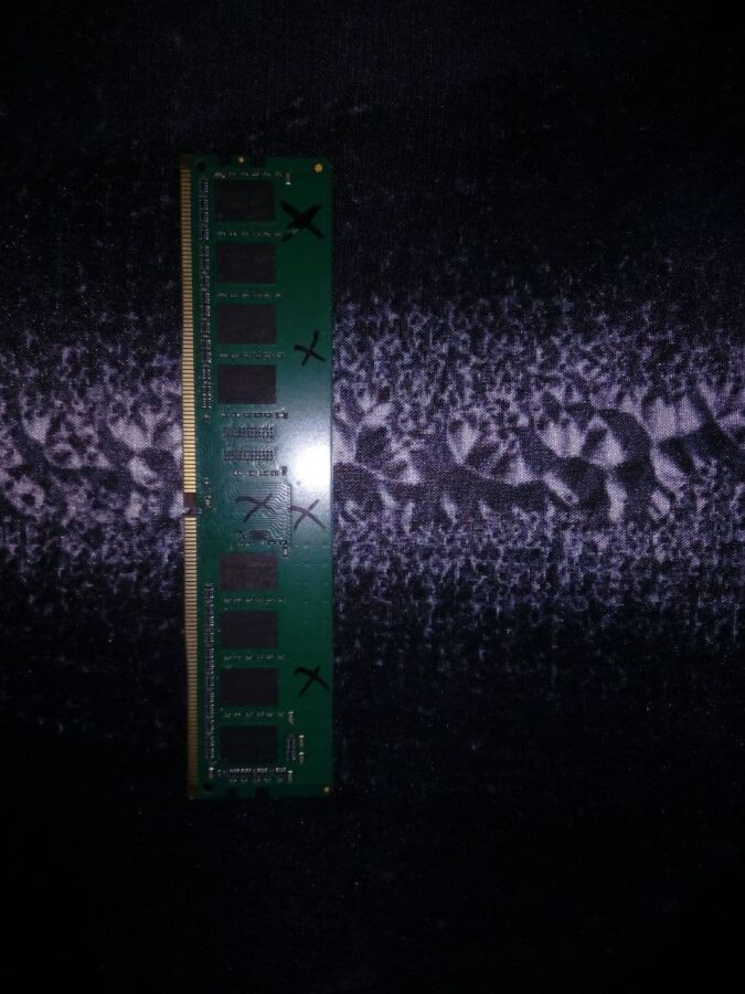 Продам оперативную память DDR4 4 Gb 2400 Mhz
