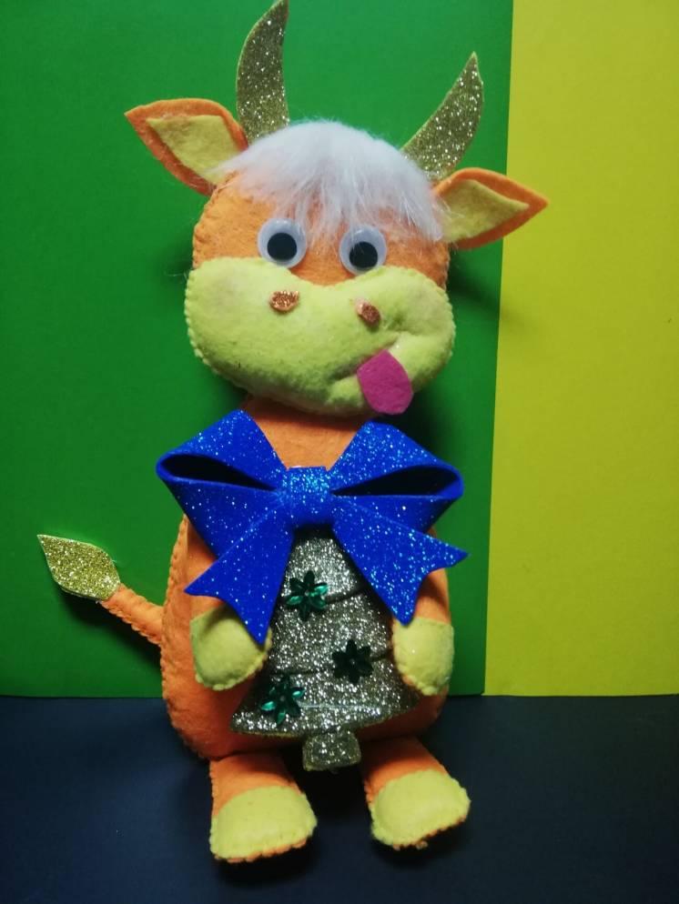 Золотой бычок с елочкой интерьерная игрушка
