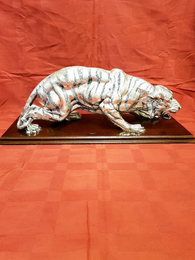 Продам статуэтку тигра
