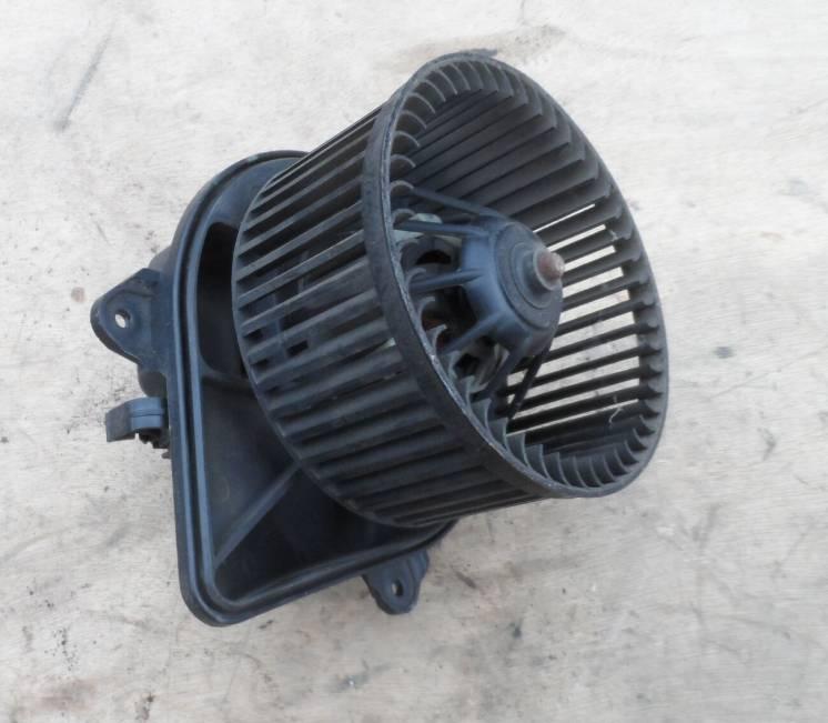 Моторчик печки, вентилятор отопителя  Рено Трафик, Renault Trafic