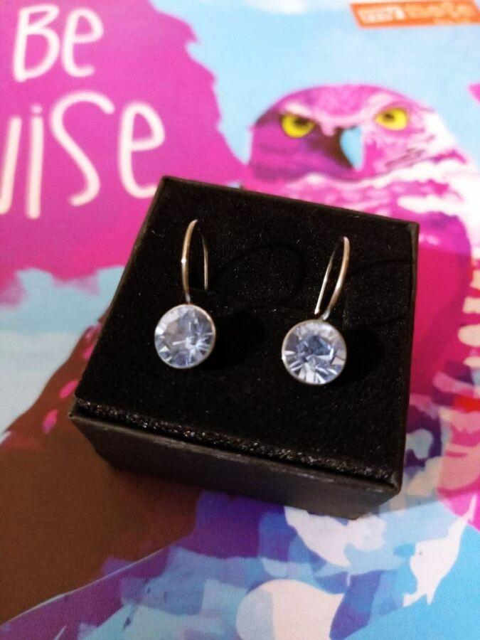 Стильные серьги-капельки с голубыми камнями
