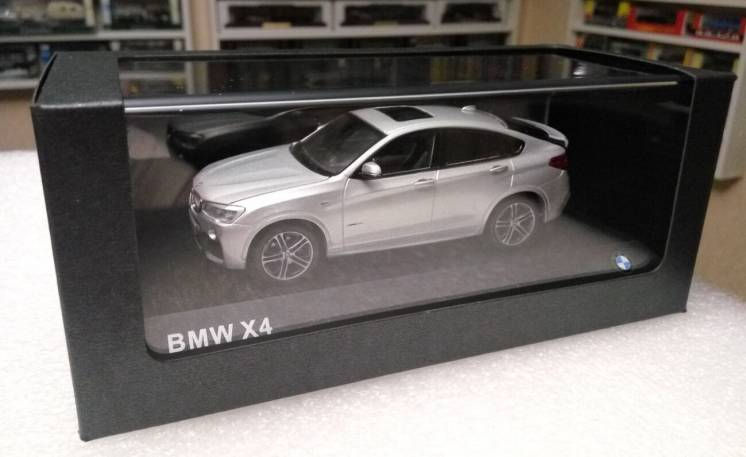 Модель BMW X4 Series Dealer Collection, 1:43