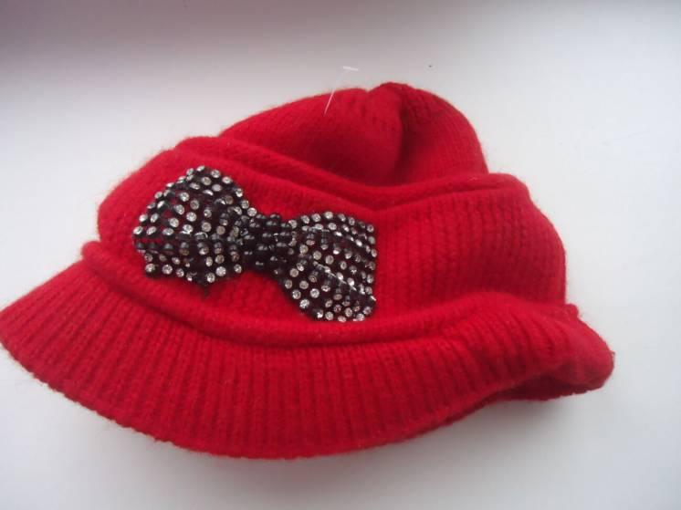 Шапка женская. Кепка вязанная. Зимняя шапка. Козырек.