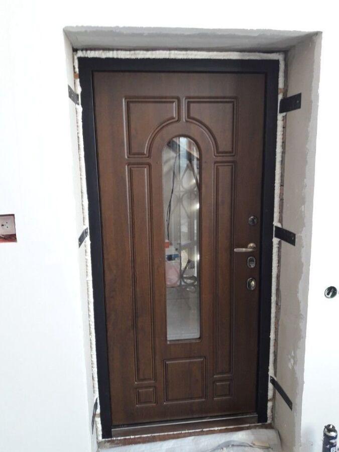 Установка входных дверей, обшивка, обивка, утепление