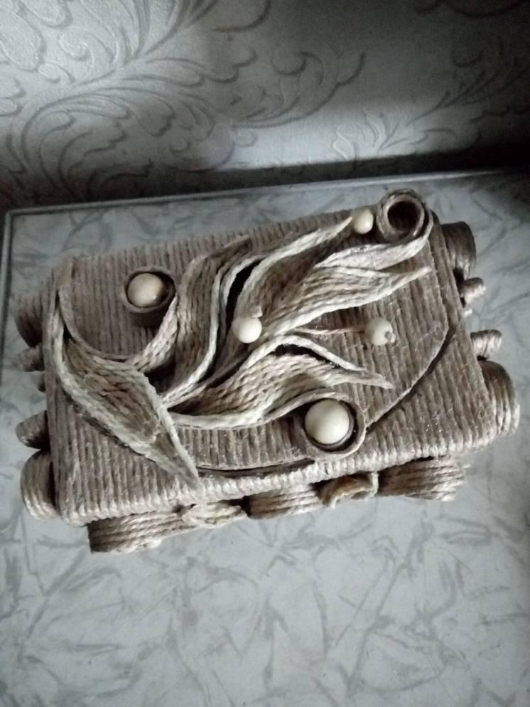 Декоративная шкатулка з джутовой филигранью
