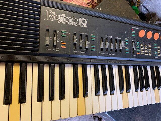 Синтезатор Rhytmic 10