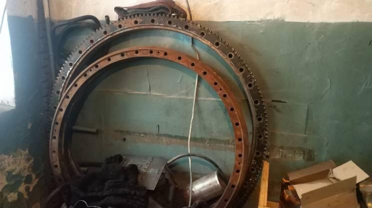 Опорно-поворотное устройство крана КС-55712