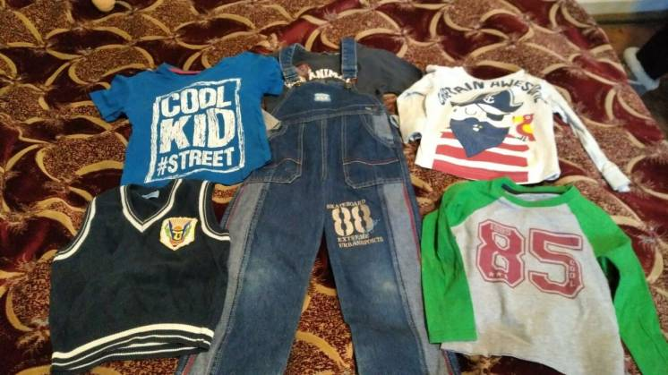 Вещи детские джинсы на лямках, футболки, жилет, 3-4 года, пакет