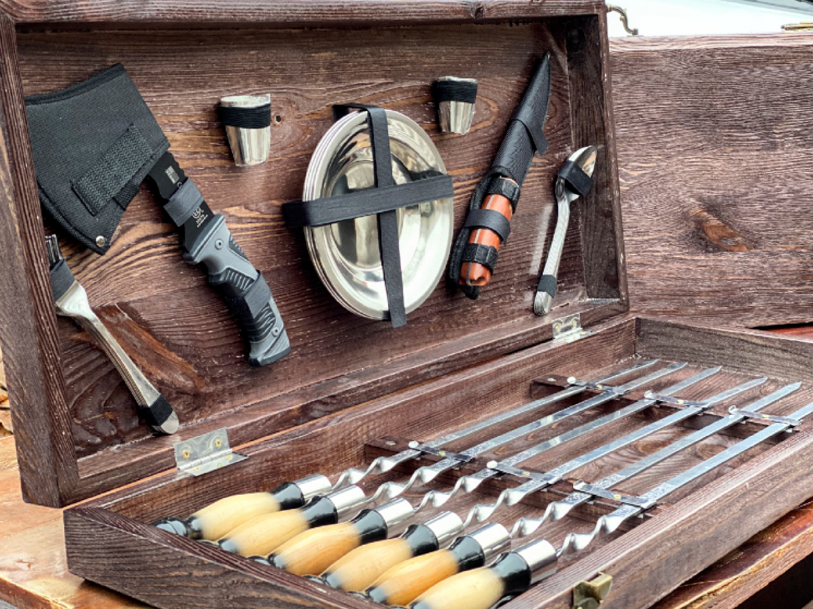 Подарочный набор шампуров для шашлыка в деревянном кейсе. Для мужчины