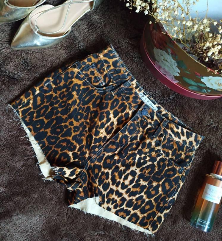 Короткие джинсовые шорты с леопардовым принтом от denim co