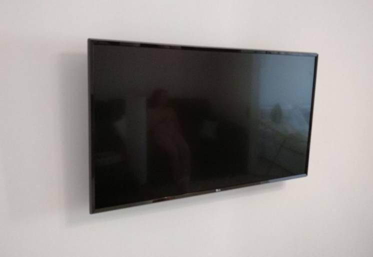 Навес Телевизора на стену Харьков, крепление кронштейна, без выходных