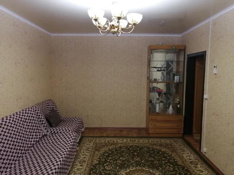 Двух комнатная по.улице Ивана Крестителя ,62..,есть гараж..