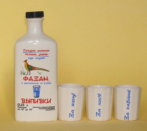 Подарочный набор ЗА ОХОТУ. Бутылка керамическая 0,25 л + 3 рюмки