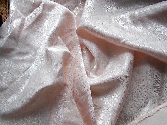 Ткань шелк с орнаментом нежно-розовый как атлас 2 куска Для поделок, р