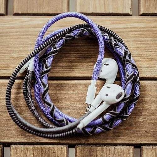 Проводні навушники вишиті