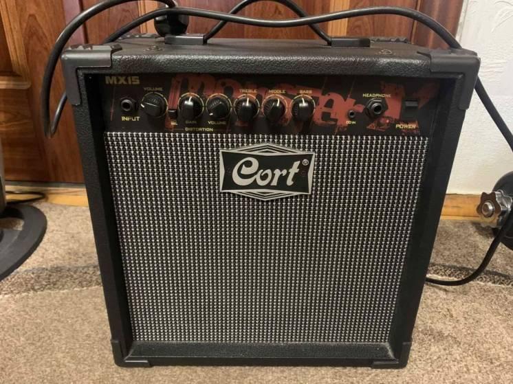 Комбоусилитель для электрогитары Cort MX15