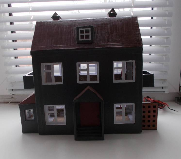 Двух этажный домик из картона