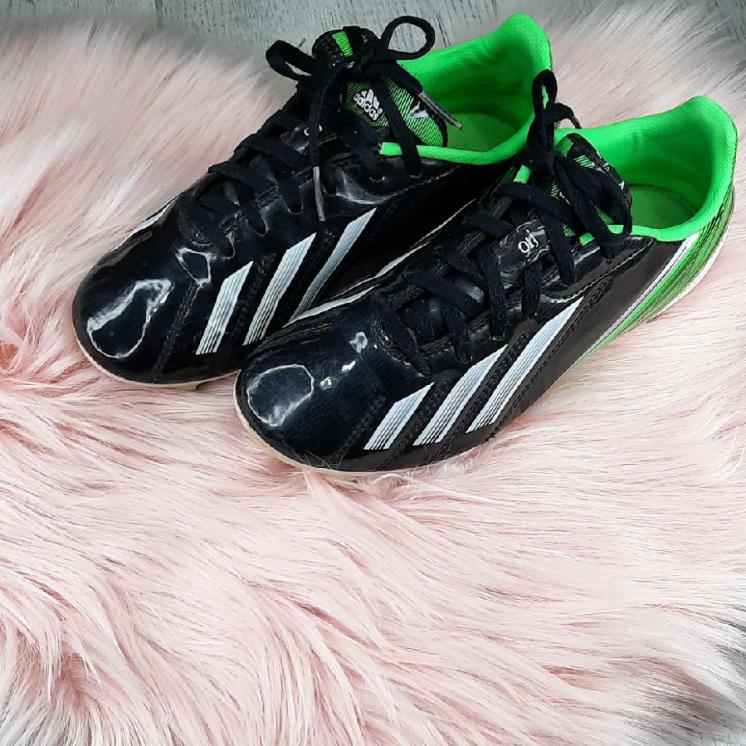 Детские футбольные бутсы от adidas
