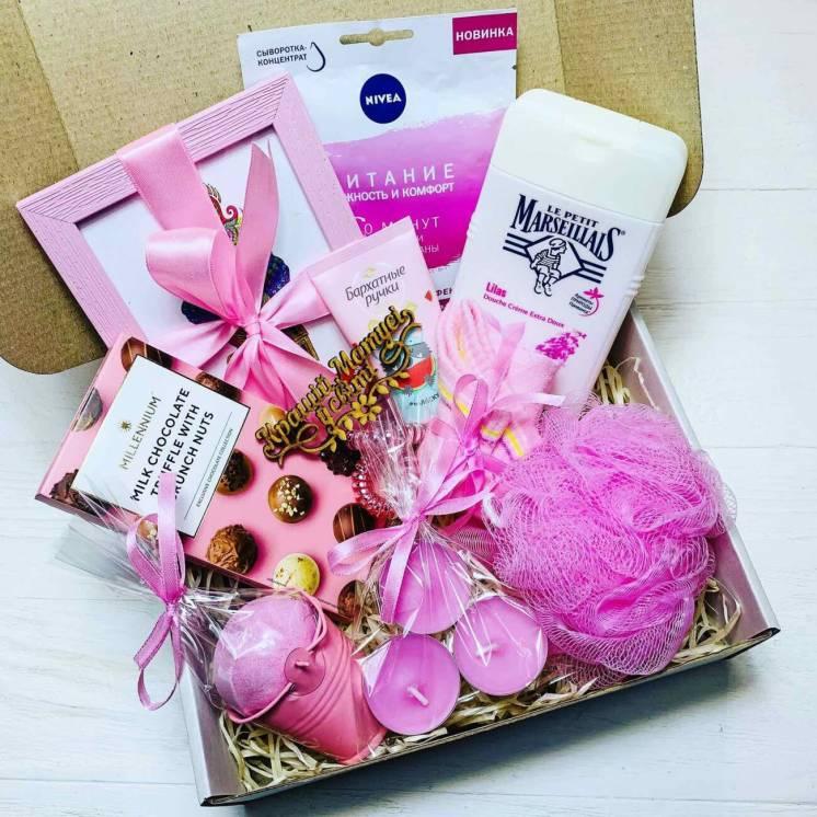 Подарок для девочек в розовом цвете.