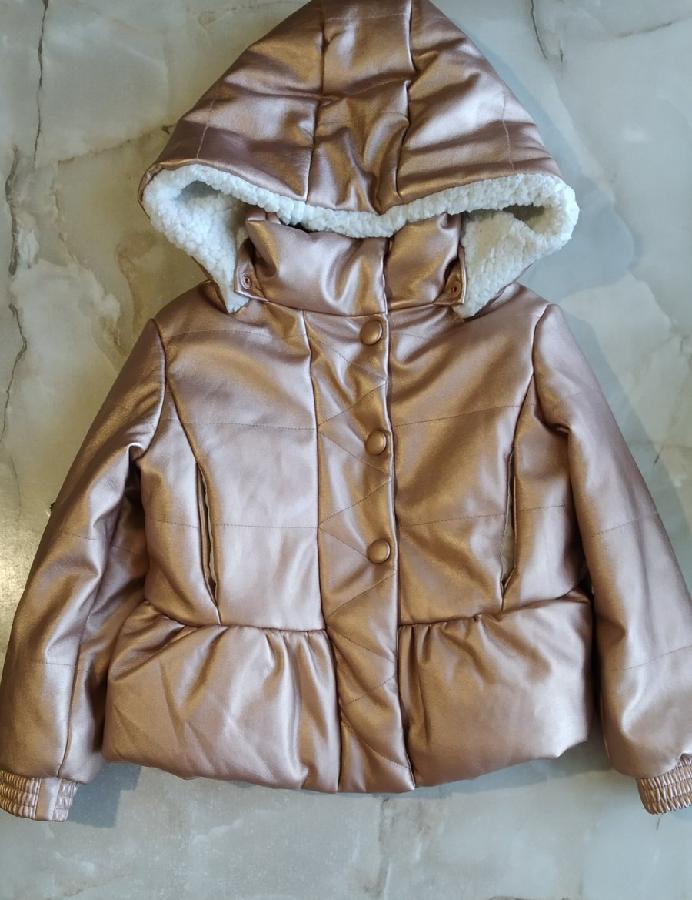 Детская куртка с эко кожи фирмы Billieblush