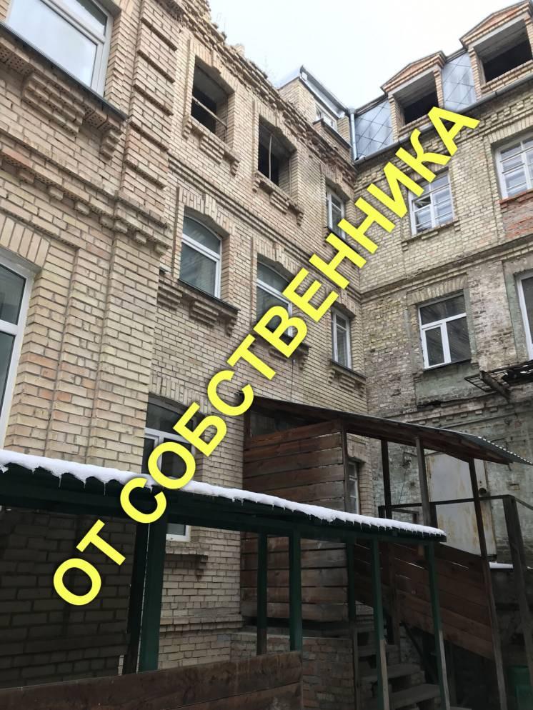 Продається особняк по вулиці Спаська, 6, загальною площею 2 800 кв. м.
