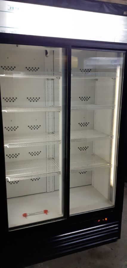Продам холодильні шафи