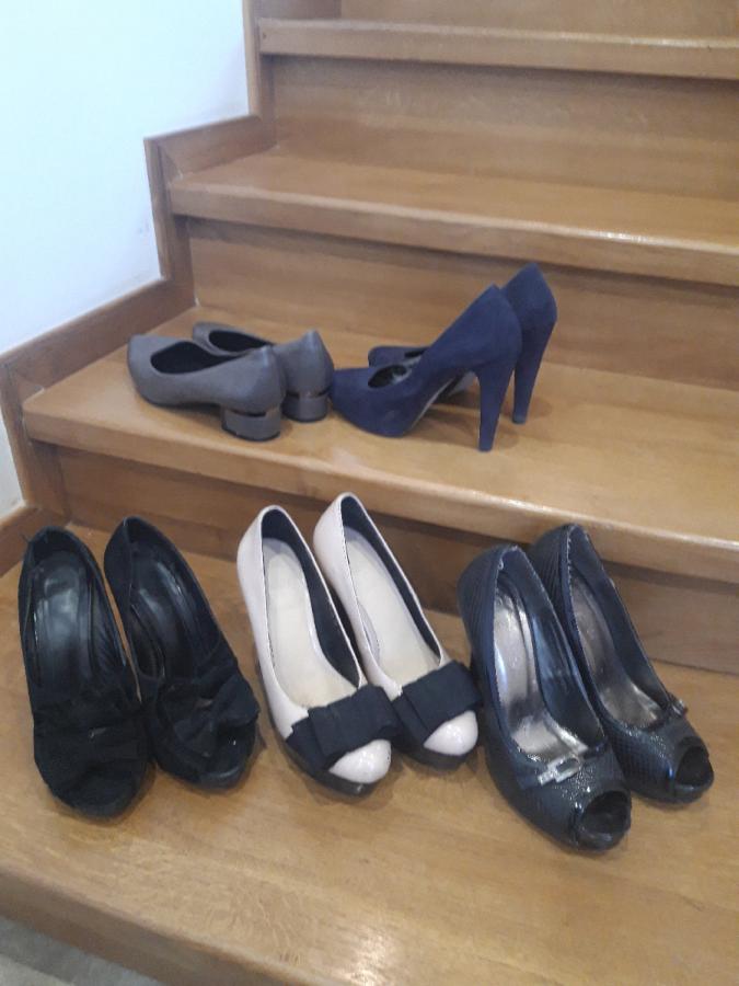 Жіноче взуття...