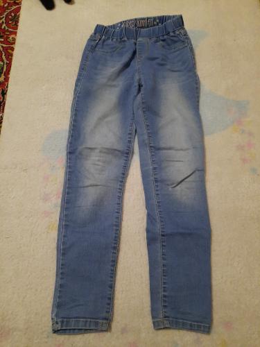 Лёгкие джинсы для девочек 8-9 лет