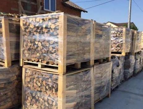 Продам дрова колотые  дуб.Цена:600 гривен куб.