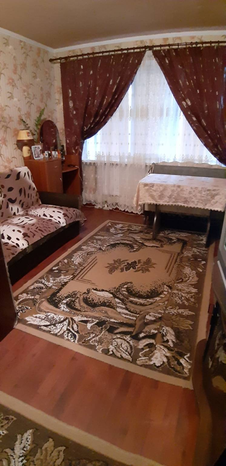 Однокімнатна квартира в центрі Царичанки