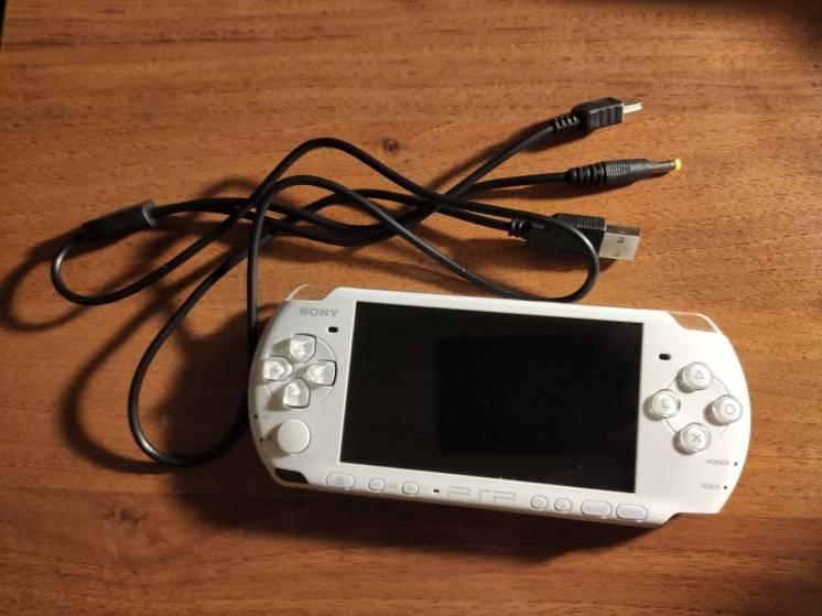 PSP 3006 Pearl White (Прошита 6.61 PROMOD) Оригінал
