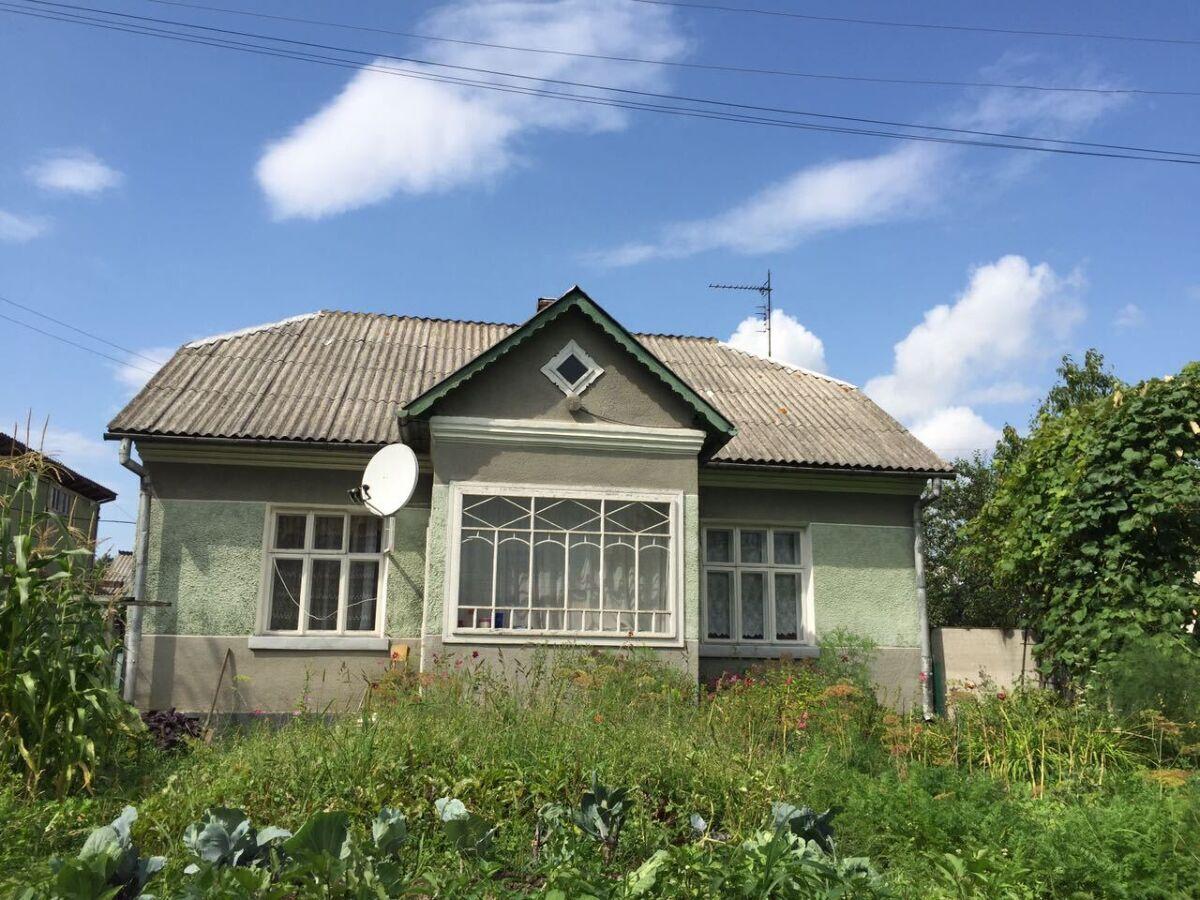 Продам дім в центрі с. Голинь