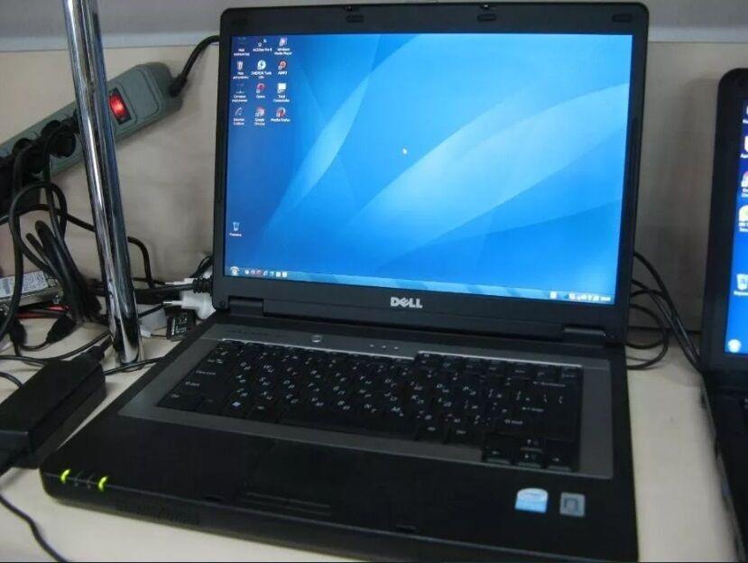 Дешево простой ноутбук Dell Inspiron 1300.
