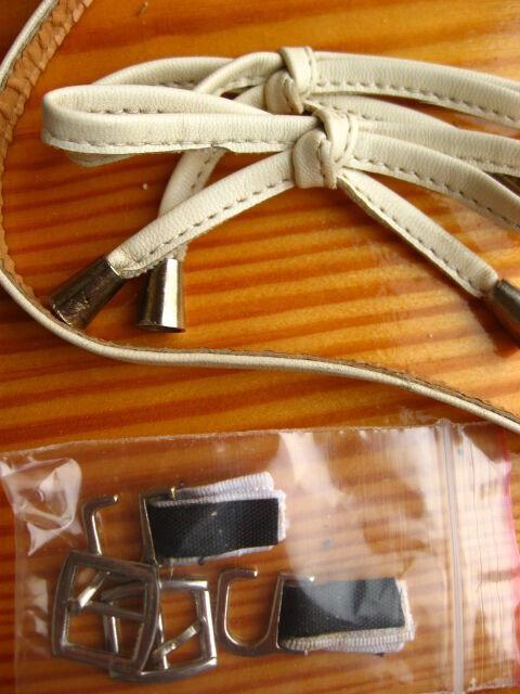 Пряжки серебристые открытые, бантики бежевые, обувные. на хм. торг.